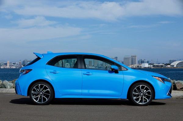 2019-Toyota-Corolla-XSE-Hatchback-side