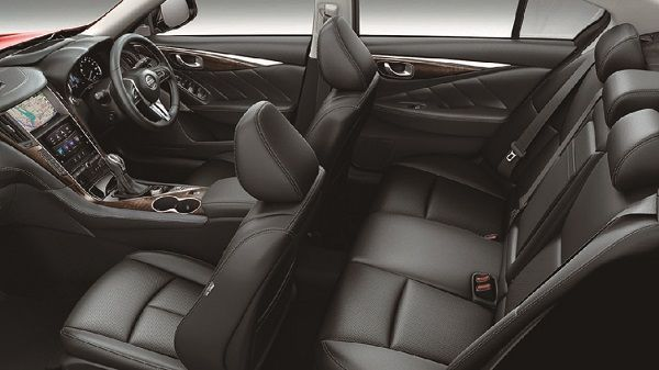 Interior-Cabin-space-of-the-new-Nissan-Skyline