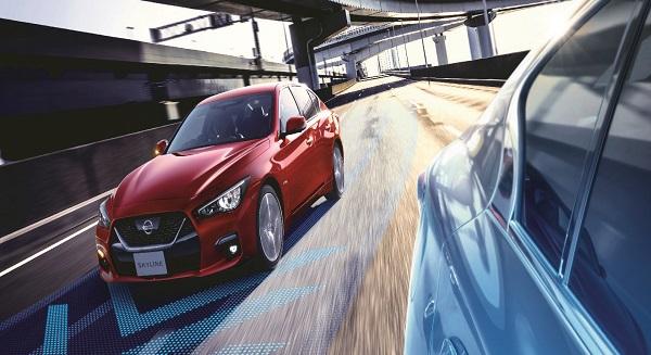 New-Nissan-Skyline-senses-cars-around-it