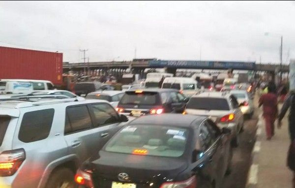 cars-with-signal-lights-in-nigeria