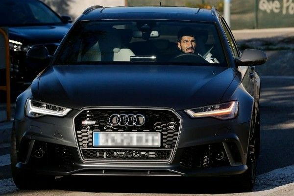 Luis-Suarez-spotted-in-his-Audi-RS-6-Avant
