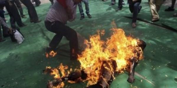 mob-sets-robbers-ablaze