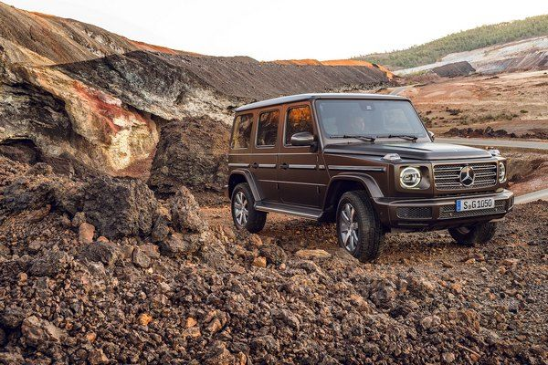 Mercedes-Benz-G550-SUV-driving-through-water