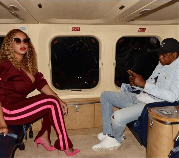 beyonce-and-jay-z-in-their-private-jet