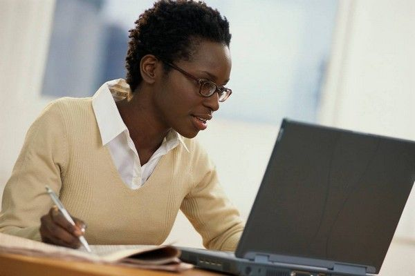 african-female-learning-online