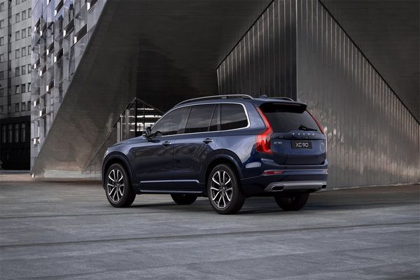 Volvo-XC90-rear-view