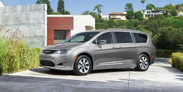 image-of-chrysler-pacifica-gallery-exterior