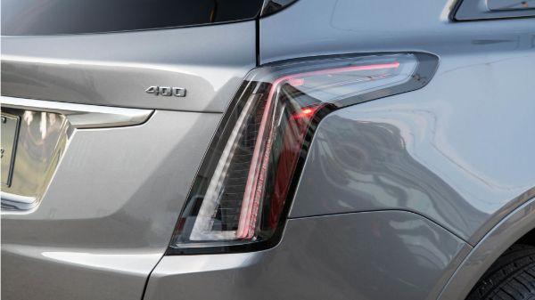 2020-cadillac-xt5-sport-taillight