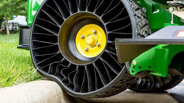 Tweel-tyre-by-Michelin