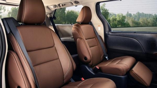 2019-Toyota-Sienna's-interior