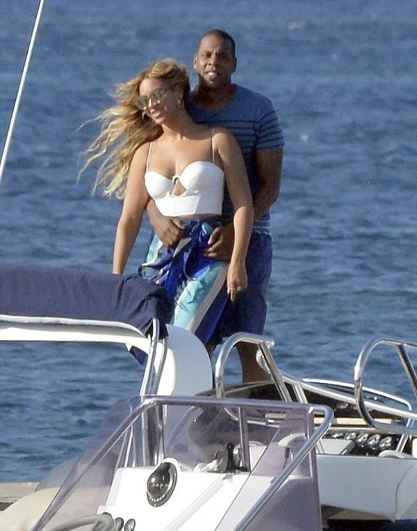 Jay-Z-and-Beyonce-on-yacht