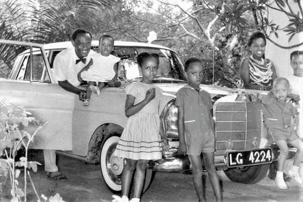 Professor-Okoronkwo-Kesandu-Ogan-and-family-pose-with-Mercedes-Benz-car