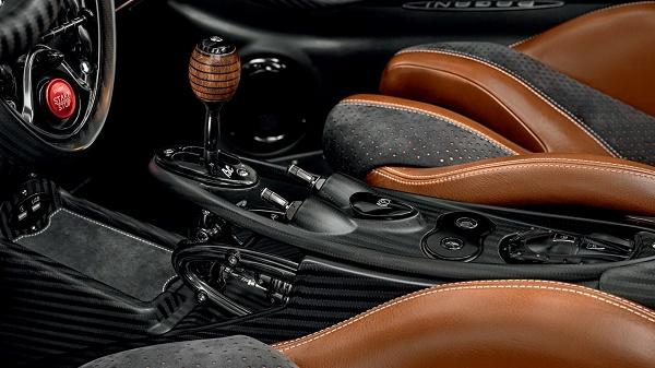 Gearstick-of-Hyuara-roadster-bc