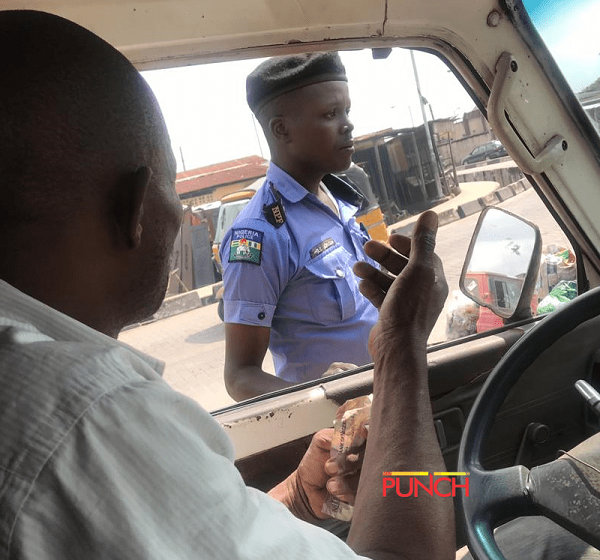 policeman-taking-bribe-from-driver
