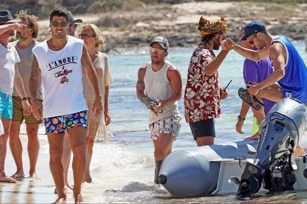 Luis-Suarez-and-Lionel-Messi-having-fun-at-beach