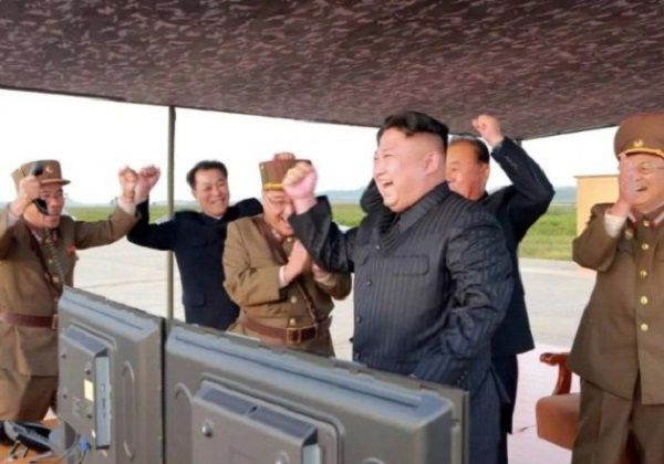 Kim-Jong-Un-in-canopy-like-office-at-missile-test-site