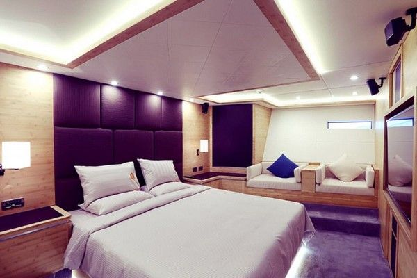 jackie-chan-yacht-bedroom