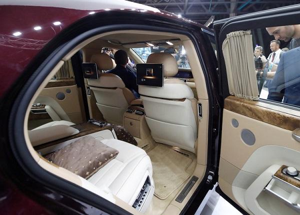image-of-aurus-senat-limo-rear-seat