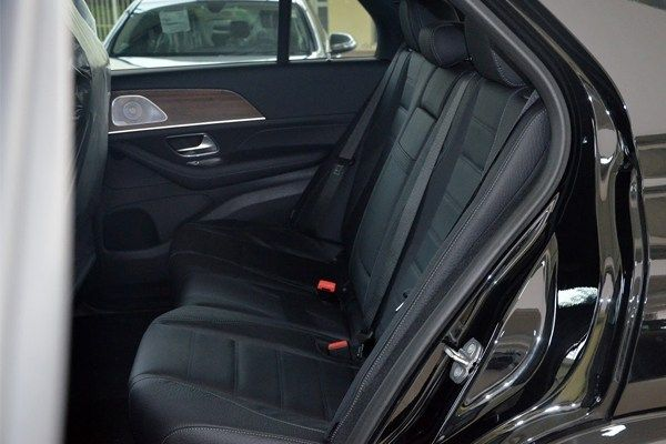 Mercedes-Benz-GLE-SUV-rear-seats
