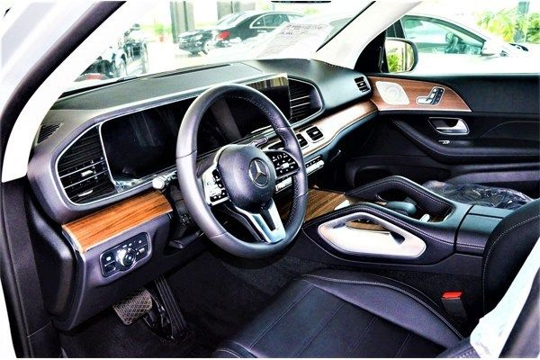 New-Mercedes-Benz-GLE-SUV-interior