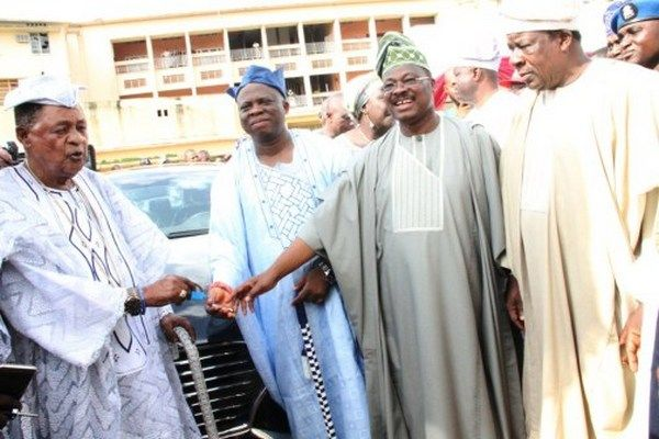 Ex-Governor of Oyo state presents car key to alafin of Oyo