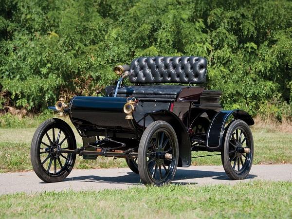 1905-Curved-Dash-Oldsmobile