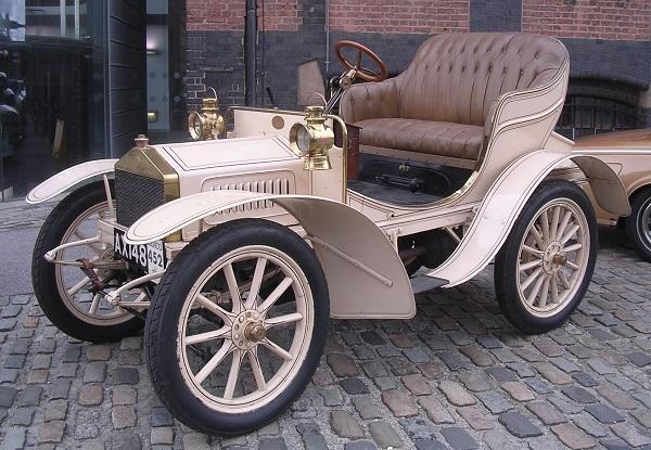 early-model-of-Rolls-Royce