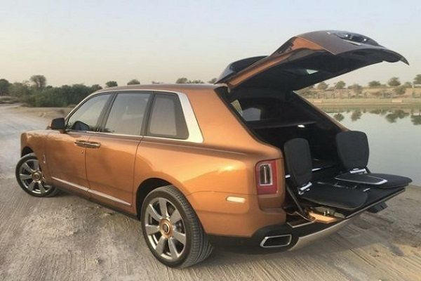Viewing-Suite-displayed-in-Rolls-Royce-Cullinan