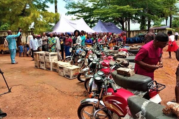 Enugu-North-indigenes-receives-empowerment-items-from-Senator-Utazi-Chukwuka