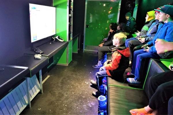 Kids-having-fun-inside-the-Thrillz-On-Wheelz-mobile-entertainment-theater