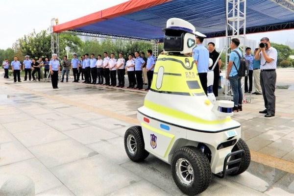 Robot-traffic-police-China