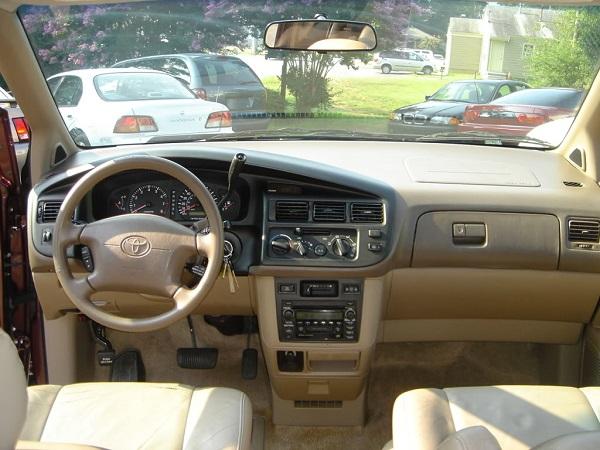 1st-gen-Toyota-Sienna-cockpit