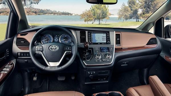 3rd-gen-Toyota-Sienna-cockpit