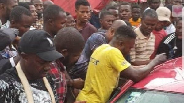 traders-trying-to-save-baby-locked-inside-car