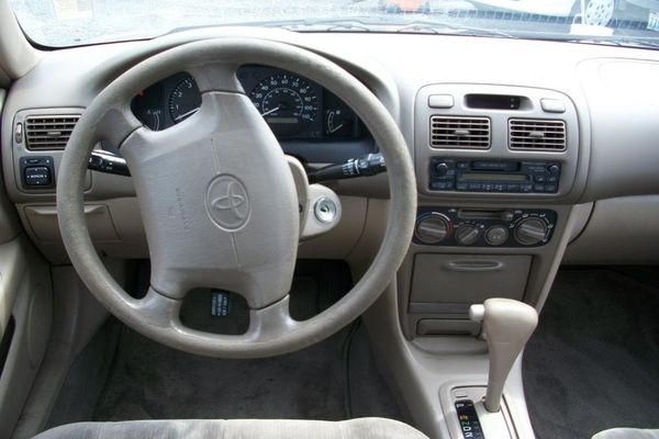 Dashboard-of-Toyota-Corolla-1998