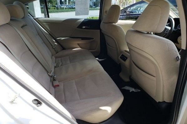 rearseat-of-the-honda-accord-2014