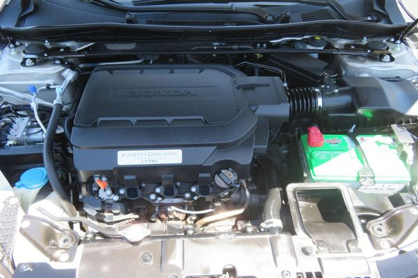 engine-compartment-of-Honda-Accord-2014