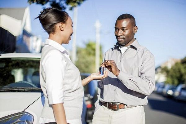 black-man-hands-over-car-keys-to-a-lady
