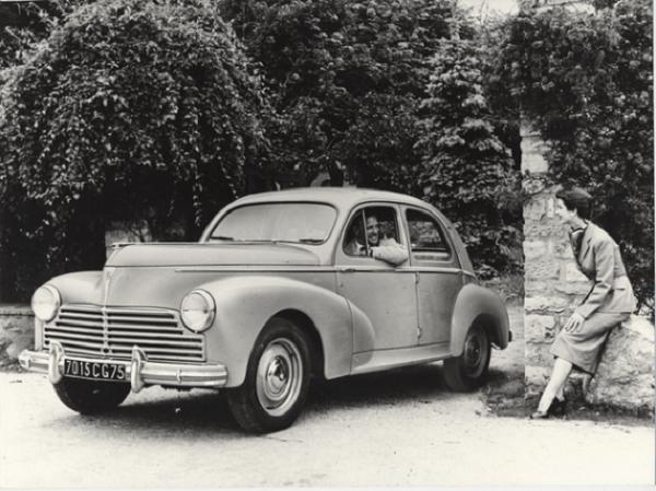 Peugeot-203-unibody-car