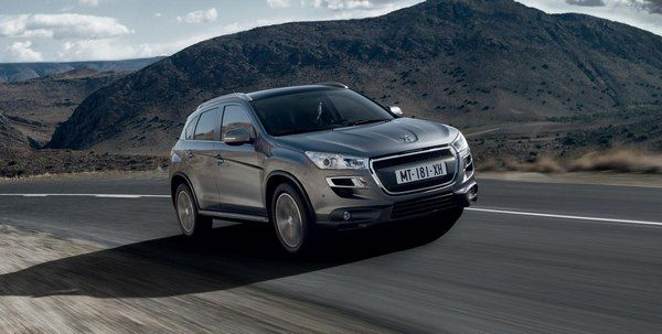 angular-front-of-Peugeot-4008