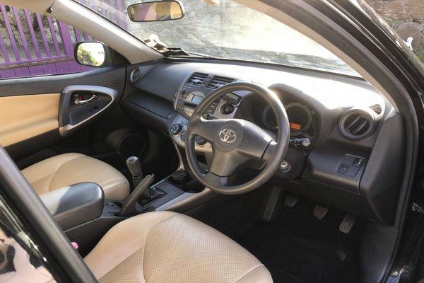 2007-RAV4-cabin-look
