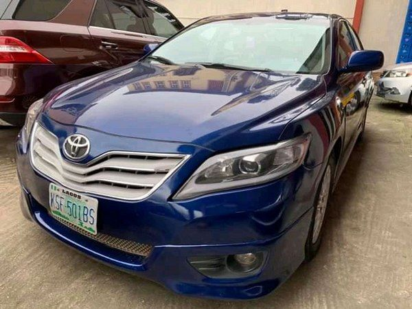 a-blue-Toyota-for-sale-in-Nigeria