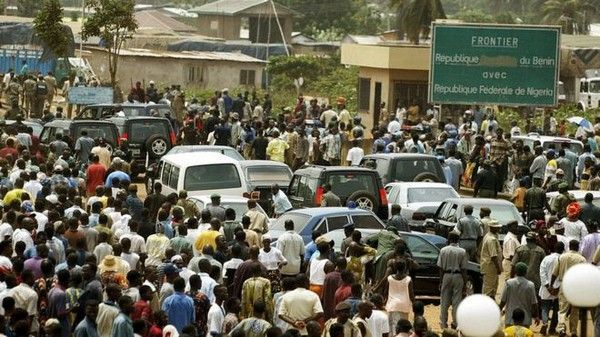 people-stranded-at-seme-border