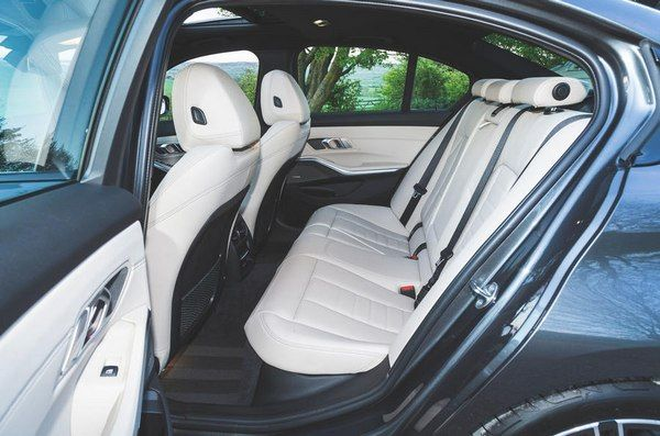 Backseats-of-the-7th-gen-BMW-3-Series