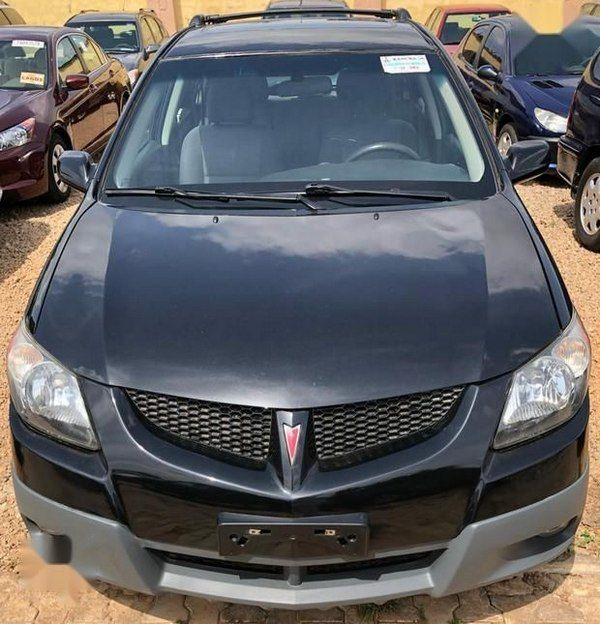 front-of-the-pontiac-vibe-2005