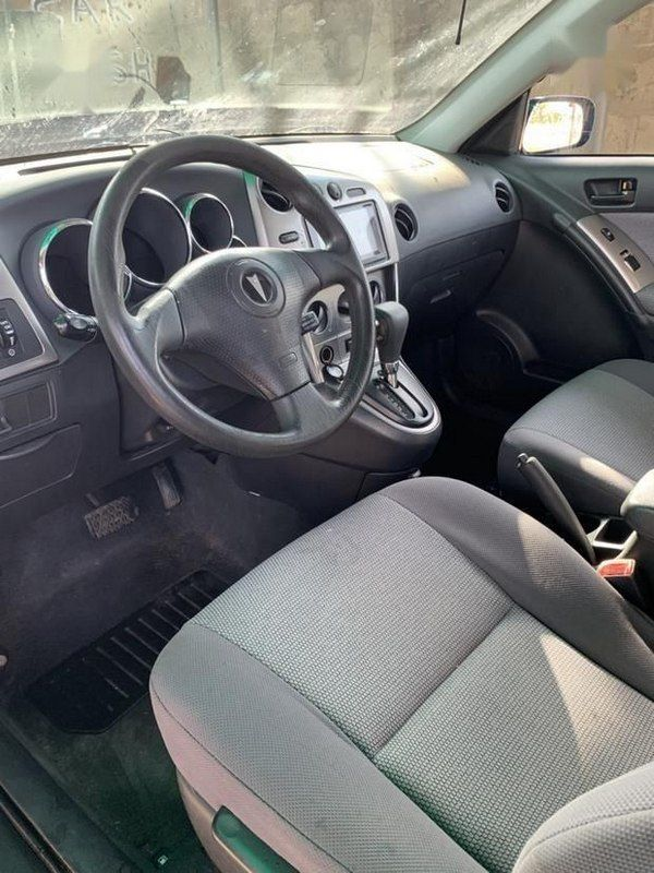 front-seat-of-the-Pontiac-vibe-2005