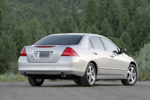 honda-accord-discussion-continues-back