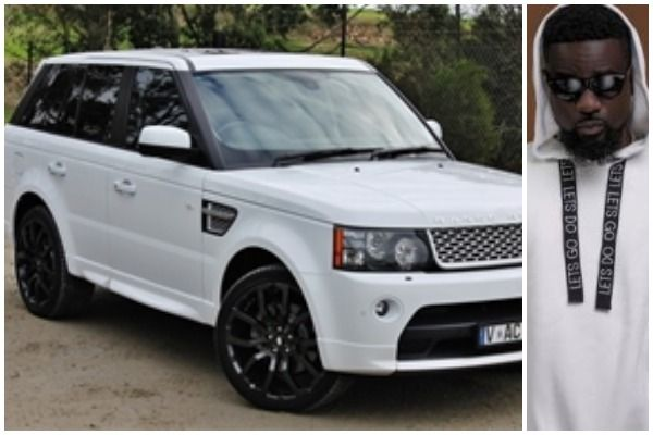 Sarkodie-and-his-white-Range-Rover-Sport