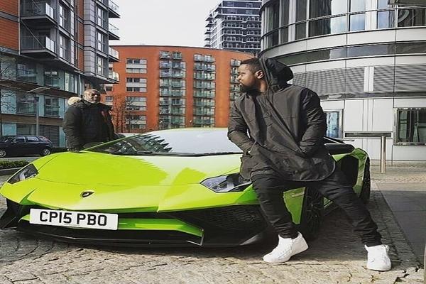 Sarkodie-and-his-Lamborghini-Aventador