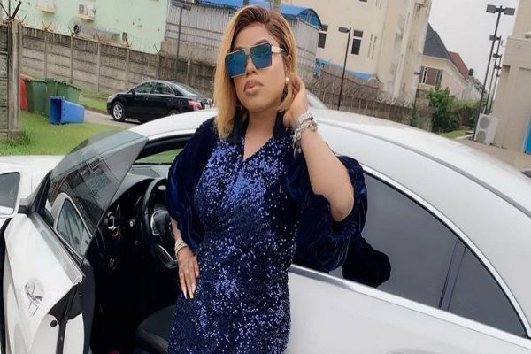 BOBRISKY-poses-with-her-cars